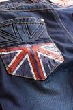 Σκούρο μπλε τζιν με μια εικόνα της βρετανικής σημαίας στην τσέπη Στοκ φωτογραφία με δικαίωμα ελεύθερης χρήσης