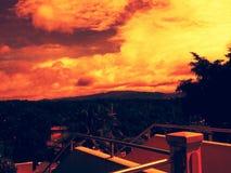 Σκούρο παρτοκαλί ηλιοβασίλεμα ουρανού στοκ εικόνα