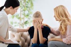Σκυθρωπό δυστυχισμένο να φωνάξει κοριτσιών Στοκ φωτογραφίες με δικαίωμα ελεύθερης χρήσης