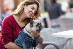 σκυλί η γυναίκα της Στοκ Εικόνες