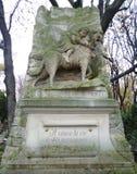 σκυλί Παρίσι νεκροταφεί&omeg Στοκ εικόνες με δικαίωμα ελεύθερης χρήσης
