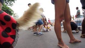 Σκυλιά στο Ρίο ντε Τζανέιρο κοστουμιών καρναβαλιού φιλμ μικρού μήκους