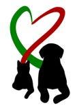 Σκυλί και γάτα που κατασκευάζουν την καρδιά με την ουρά ελεύθερη απεικόνιση δικαιώματος