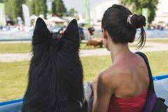 Σκυλί και ο ιδιοκτήτης του σε Quattrozampeinfiera σε Mialn, Ιταλία Στοκ Εικόνα