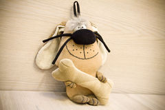 Σκυλί παιχνιδιών με ένα κόκκαλο Στοκ Φωτογραφίες