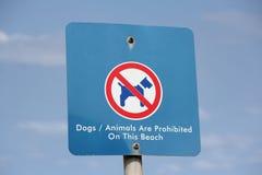 Σκυλιά και ζώα που απαγορεύονται στο σημάδι παραλιών Στοκ Εικόνες