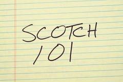 Σκωτσέζικα 101 σε ένα κίτρινο νομικό μαξιλάρι Στοκ φωτογραφία με δικαίωμα ελεύθερης χρήσης