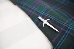 Σκωτσέζικη καρφίτσα γαμήλιων σκωτσέζικων φουστών Στοκ εικόνα με δικαίωμα ελεύθερης χρήσης