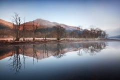 Σκωτσέζικη λίμνη στα ξημερώματα Πανόραμα φθινοπώρου στη λίμνη Lubnaig, Trossachs, Stirlingshire, Σκωτία, Χάιλαντς, Σκωτία, UK στοκ φωτογραφίες