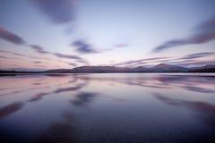 Σκωτσέζικη λίμνη στα ξημερώματα Πανόραμα φθινοπώρου στη λίμνη Lubnaig, Trossachs, Stirlingshire, Σκωτία, Χάιλαντς, Σκωτία, UK στοκ εικόνες