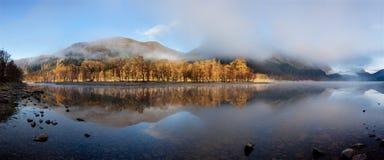 Σκωτσέζικη λίμνη στα ξημερώματα Πανόραμα φθινοπώρου στη λίμνη Lubnaig, Trossachs, Stirlingshire, Σκωτία, Χάιλαντς, Σκωτία, UK στοκ εικόνα με δικαίωμα ελεύθερης χρήσης