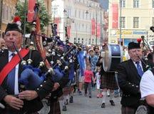 Σκωτσέζικη ορχήστρα που παίζει τους σκωτσέζικους σωλήνες τους Στοκ Φωτογραφίες