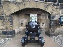 Σκωτσέζικο πυροβόλο ύφους που τοποθετείται στο οχυρό στοκ φωτογραφία με δικαίωμα ελεύθερης χρήσης