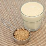 Σκόνη και ποτό Maca στοκ εικόνα με δικαίωμα ελεύθερης χρήσης