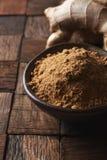 Σκόνη πιπεροριζών και ρίζα πιπεροριζών Στοκ εικόνα με δικαίωμα ελεύθερης χρήσης