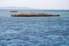 Σκόπελος στη θάλασσα Στοκ εικόνα με δικαίωμα ελεύθερης χρήσης