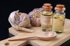Σκόρδο και ιατρικός χυμός για τα κρύα Εγχώριες θεραπείες για τα κρύα στοκ εικόνες με δικαίωμα ελεύθερης χρήσης