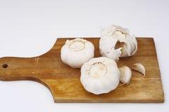 Σκόρδο σε ένα πιάτο στοκ εικόνα με δικαίωμα ελεύθερης χρήσης