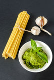 Σκόρδο ζυμαρικών και σάλτσα Pesto Στοκ Εικόνα