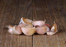Σκόρδο στο ξύλινο υπόβαθρο Στοκ Εικόνες