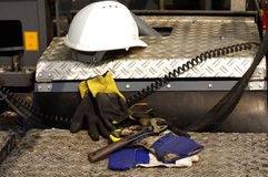 Σκληρή καπέλων διευθετήσιμη κατασκευή γαντιών γαλλικών κλειδιών προστατευτική Στοκ εικόνα με δικαίωμα ελεύθερης χρήσης