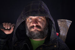 Σκληρός άνδρας με το τσεκούρι Στοκ φωτογραφίες με δικαίωμα ελεύθερης χρήσης