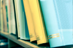 Σκληρός τρύγος βιβλίων κειμένων σπονδυλικών στηλών κάλυψης Στοκ φωτογραφία με δικαίωμα ελεύθερης χρήσης