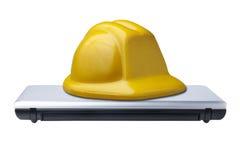 Σκληρό lap-top υπολογιστών καπέλων προστασίας κλειστό που απομονώνεται στοκ εικόνες