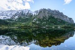 σλοβάκικη Καρπάθια λίμνη βουνών το φθινόπωρο Pleso Popradske Στοκ εικόνες με δικαίωμα ελεύθερης χρήσης