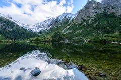 σλοβάκικη Καρπάθια λίμνη βουνών το φθινόπωρο Pleso Popradske Στοκ Εικόνα