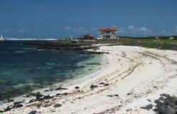 Σμαραγδένια παραλία άμμου χρώματος ωκεάνια και άσπρη στο νησί Jeju, Νότια Κορέα στοκ εικόνες με δικαίωμα ελεύθερης χρήσης