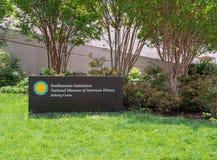 Σμιθσονιτικό φυσικό μουσείο του αμερικανικού σημαδιού εισόδων ιστορίας επάνω στοκ φωτογραφία με δικαίωμα ελεύθερης χρήσης