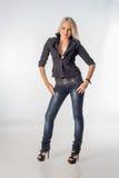 Σοβαρή γυναίκα μόδας Στοκ φωτογραφία με δικαίωμα ελεύθερης χρήσης