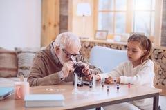Σοβαρή ηλικιωμένη εργασία ατόμων στοκ εικόνες