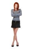 Σοβαρή redhead τοποθέτηση γυναικών στην άσπρη ανασκόπηση στοκ φωτογραφίες με δικαίωμα ελεύθερης χρήσης