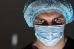 Σοβαρός γιατρός στα γυαλιά Στοκ εικόνες με δικαίωμα ελεύθερης χρήσης