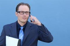 Σοβαρός επιχειρηματίας που μιλά στο τηλέφωνο Στοκ φωτογραφίες με δικαίωμα ελεύθερης χρήσης