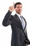 Σοβαρός επιχειρηματίας που στέκεται και που δείχνει Στοκ φωτογραφία με δικαίωμα ελεύθερης χρήσης
