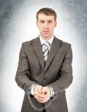 Σοβαρός επιχειρηματίας στις μανσέτες Στοκ φωτογραφία με δικαίωμα ελεύθερης χρήσης