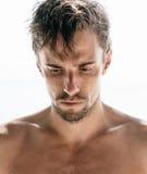 Σοβαρός νεαρός άνδρας με goatee Στοκ εικόνες με δικαίωμα ελεύθερης χρήσης