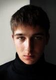 Σοβαρό πορτρέτο νεαρών άνδρων Στοκ φωτογραφία με δικαίωμα ελεύθερης χρήσης