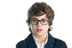 Σοβαρό nerd με τα γυαλιά πέρα από το λευκό Στοκ εικόνες με δικαίωμα ελεύθερης χρήσης