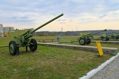 Σοβιετικά στρατιωτικά πυροβόλα στο πάρκο Yuzhnoukrainsk, Ουκρανία Στοκ Εικόνες