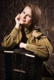 Σοβιετικός θηλυκός στρατιώτης σε ομοιόμορφο του Δεύτερου Παγκόσμιου Πολέμου με ένα accordi Στοκ Φωτογραφία