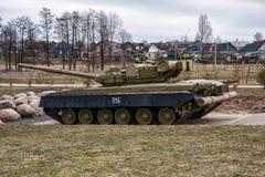 Σοβιετικός στρατιωτικός εξοπλισμός Δεξαμενή τ-80BV Έκθεση του soldie Στοκ Εικόνα