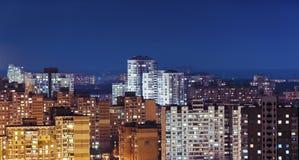 Σοβιετικό διαμέρισμα αρχιτεκτονικής, νύχτα, υπαίθρια στοκ εικόνα με δικαίωμα ελεύθερης χρήσης