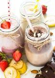 Σοκολάτα και φράουλα μπανανών milkshakes στοκ φωτογραφία με δικαίωμα ελεύθερης χρήσης