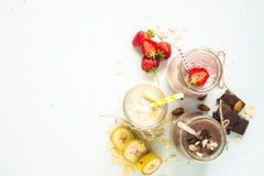 Σοκολάτα και φράουλα μπανανών milkshakes στοκ εικόνες