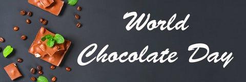 σοκολάτα με τα αμύγδαλα στο σκοτεινό γκρίζο υπόβαθρο 11 Ιουλίου είναι η ημέρα της σοκολάτας Στοκ εικόνες με δικαίωμα ελεύθερης χρήσης
