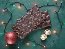 Σοκολάτα με τα ξύλα καρυδιάς Διακόσμηση για το νέο δέντρο έτους διάνυσμα απεικόνισης γιρλαντών Χριστουγέννων καρτών ανασκόπησης Στοκ Εικόνα